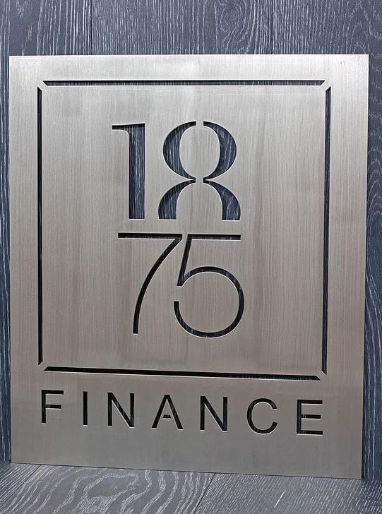 Découpage laser du logo Finance 1875