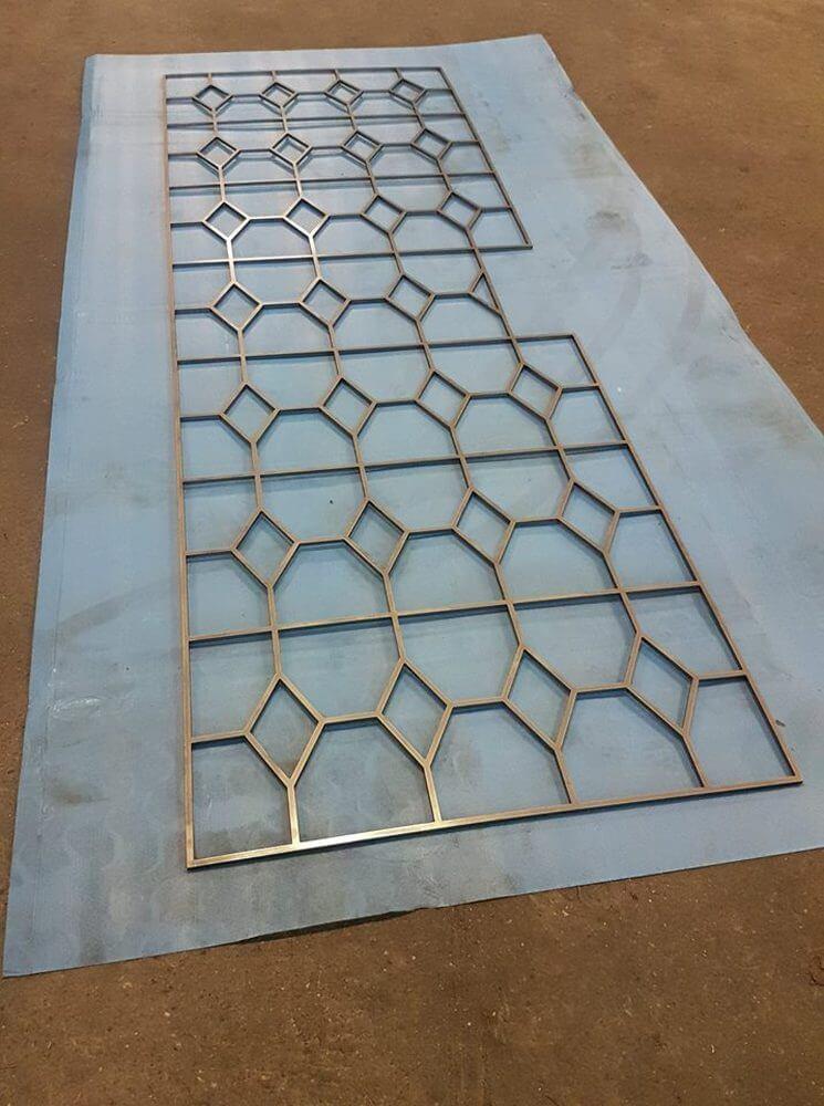Barrière décorative en laiton réalisée par notre service de découpage industrielle
