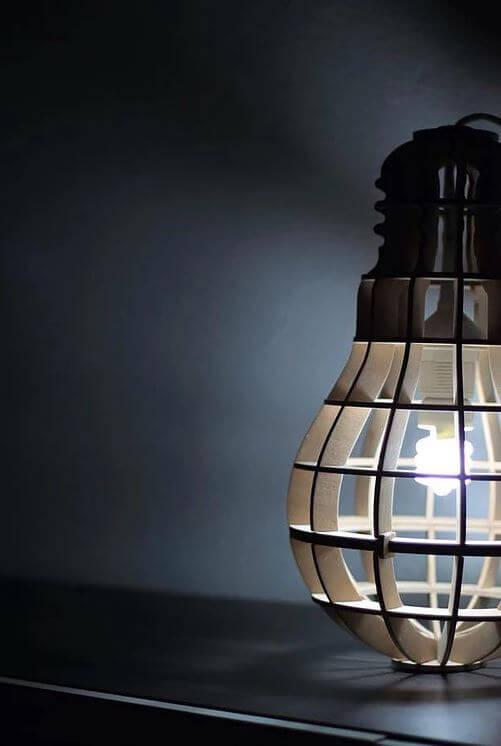 Lampe en bois découpée par laser trotec