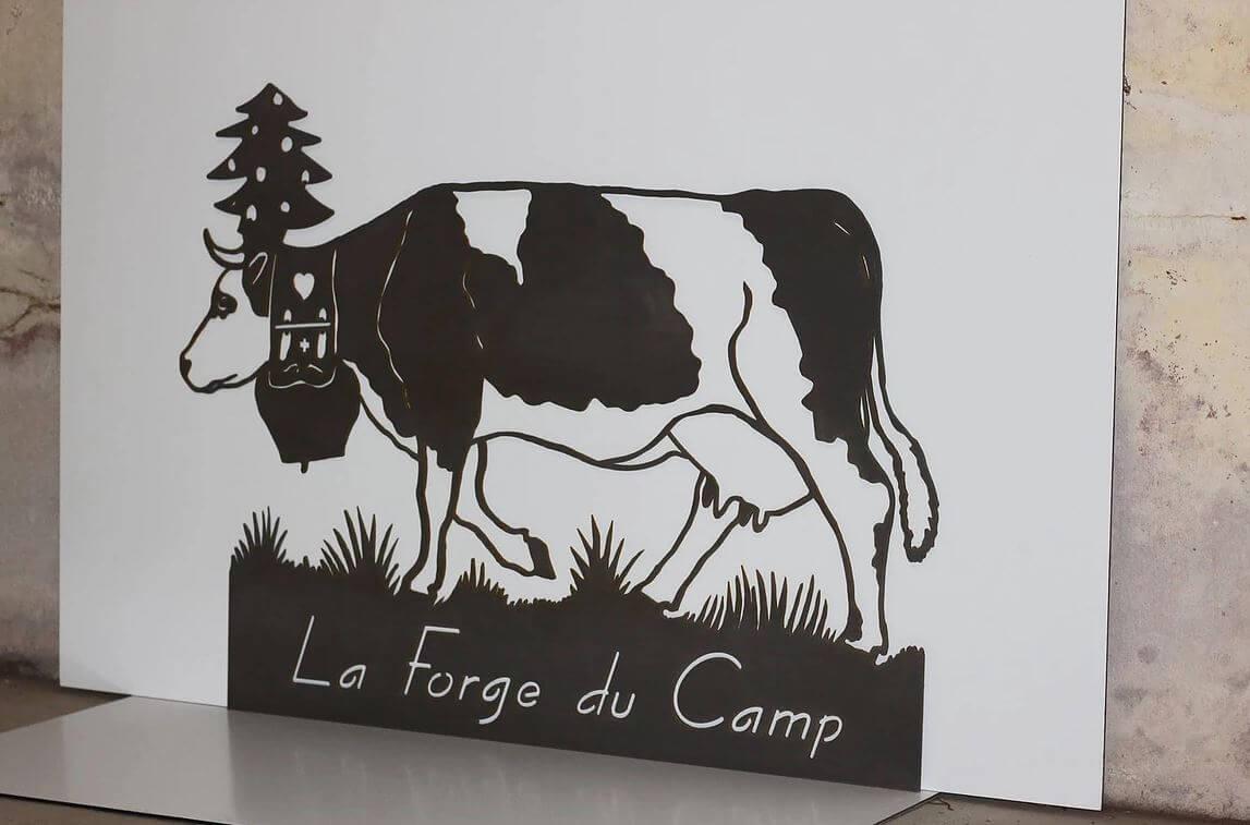 Découpe laser d'une vache pour la forge du camp