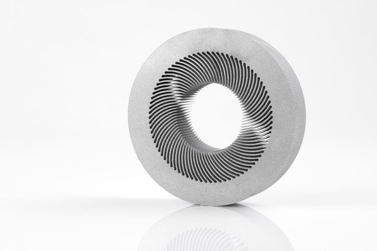 Découpe jet d'eau d'une pièce de précision en aluminium épais