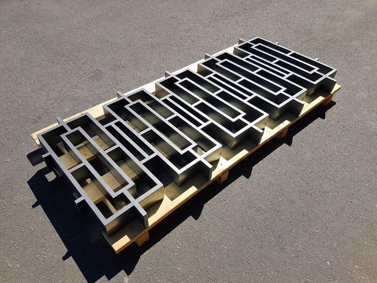 Barrière décorative en acier réalisée au jet d'eau