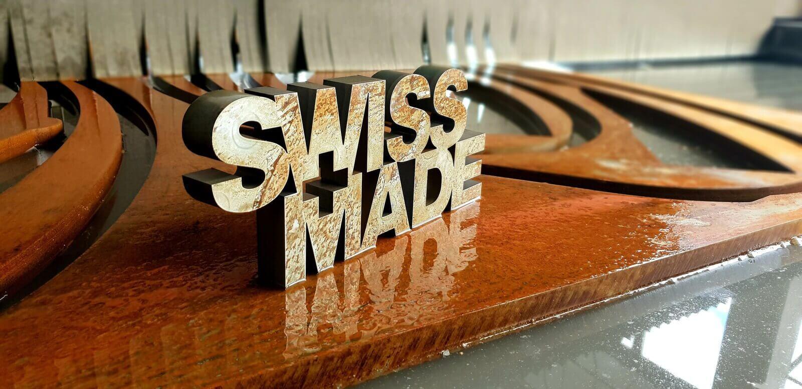 Découpe jet d'eau d'un logo Swissmade en Acier corten 25mm