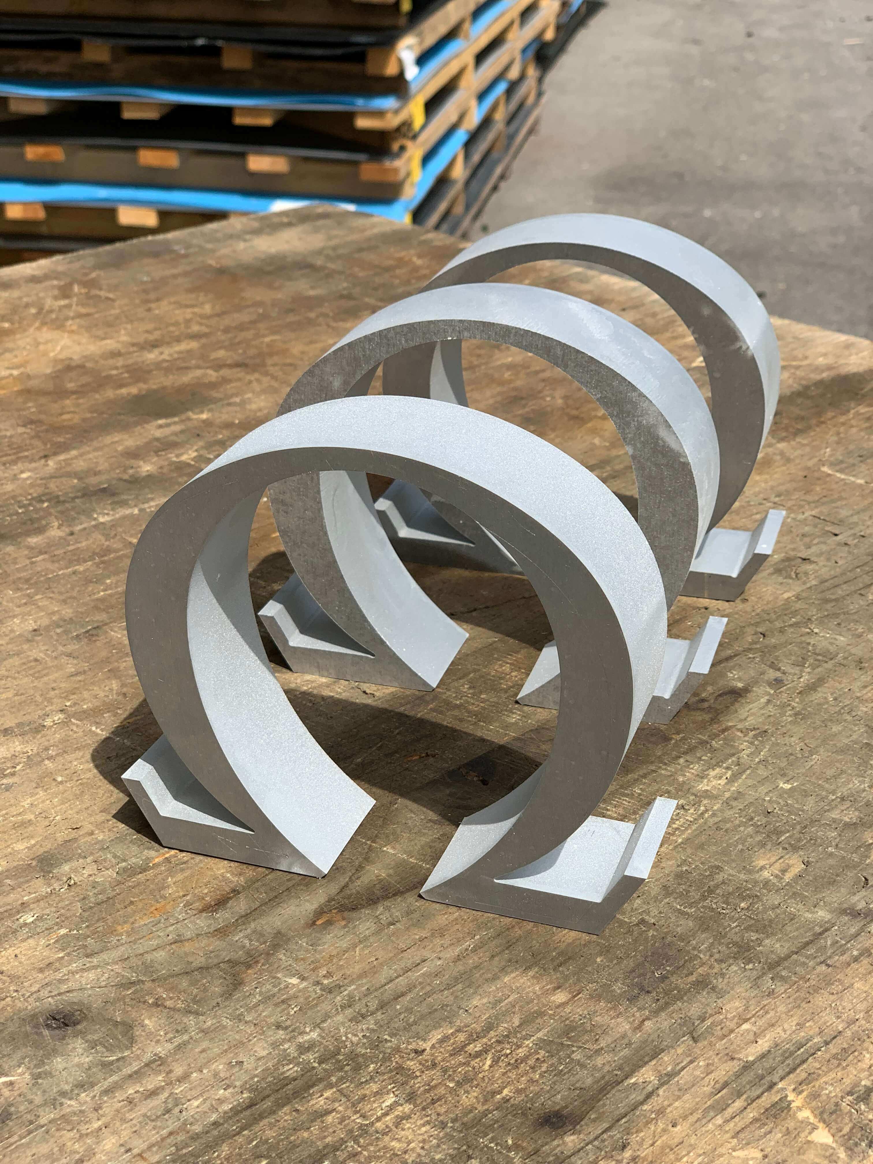 Decoupe trophées Omega en aluminium
