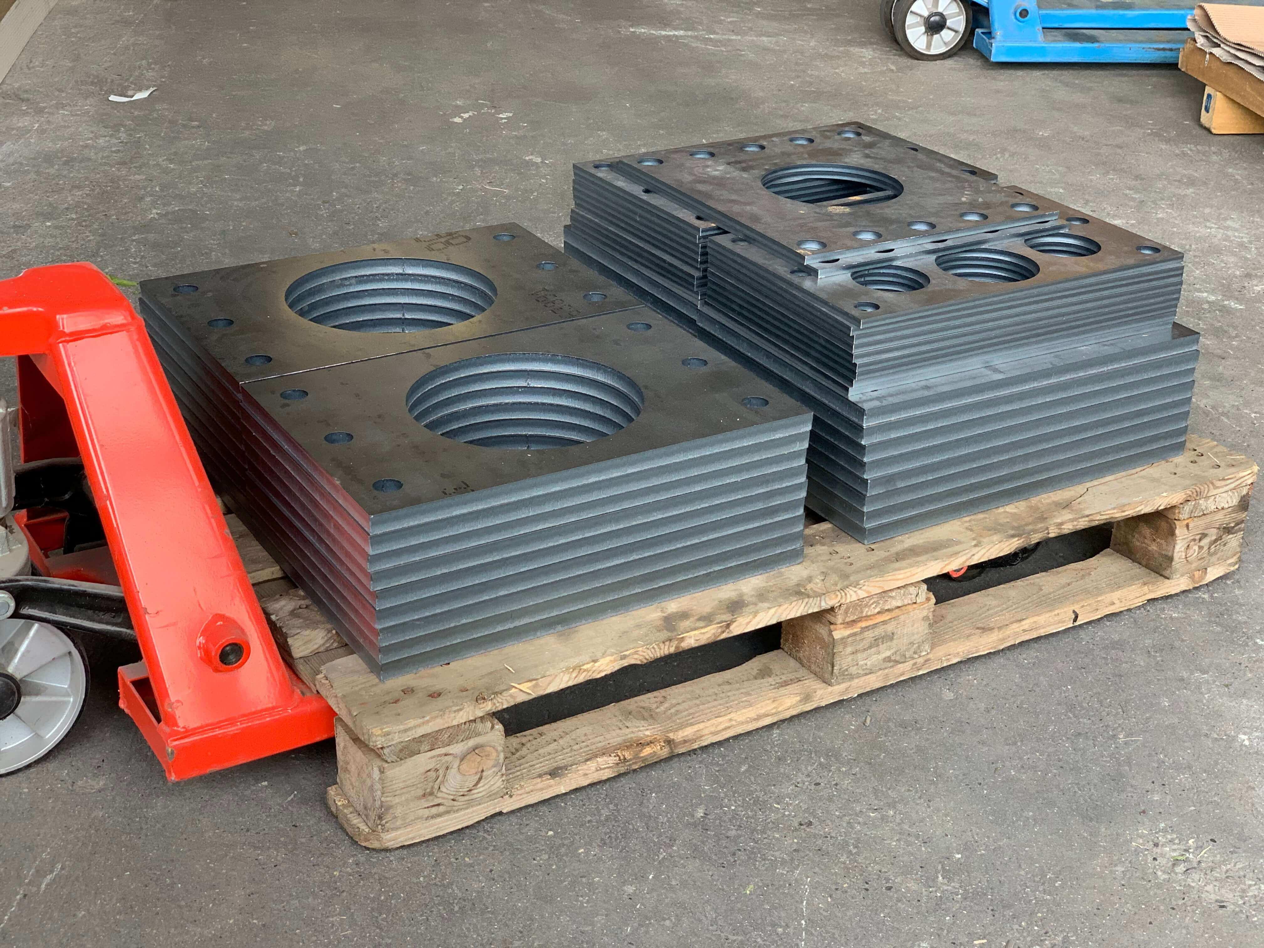 Decoupe industrielle de plaque acier