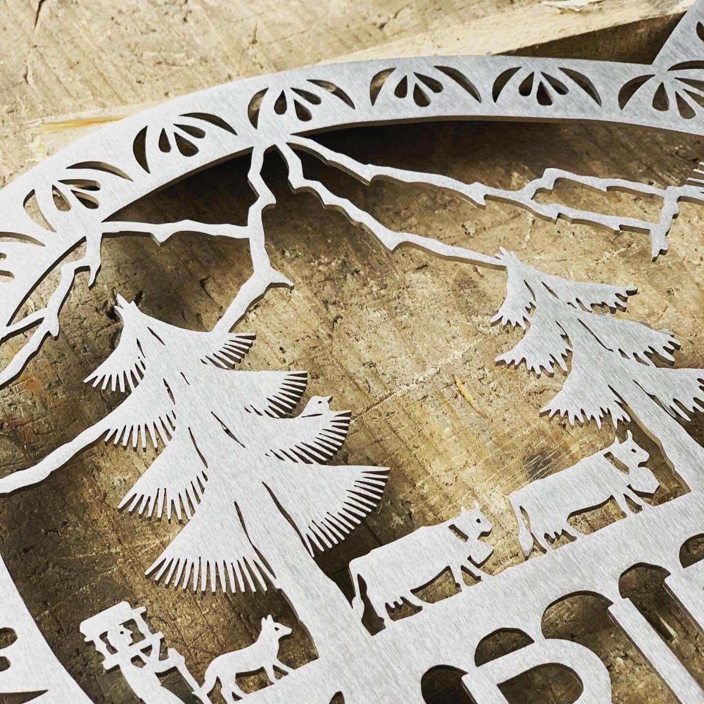 details de la decoupe au laser d'une poya suisse