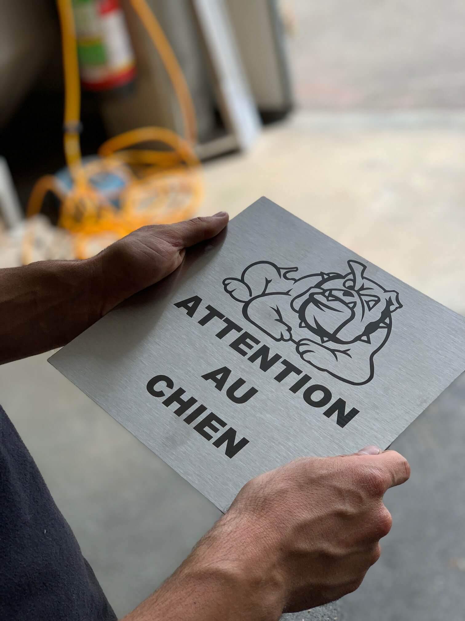 """Plaque """"attention au chien"""" gravée au laser"""