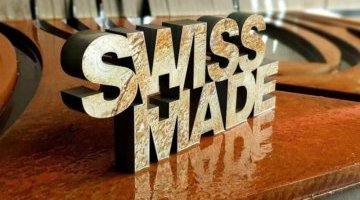 Découpe jet d'eau d'un logo suisse made